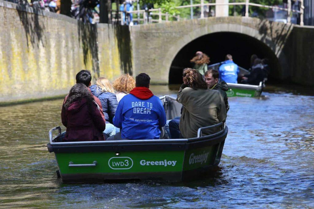 Leeuwarden Willemskade sloep